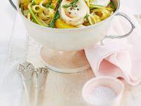 Tagliatelle mit Orangensoße, Zucchini und Ziegenkäse Rezept