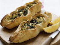 Teigschiffchen mit Spinat und Käse (Pide)