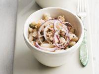Thunfisch-Bohnensalat mit Zwiebeln