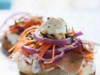 Toasties mit Schinken, Karotten und Schmand Rezept