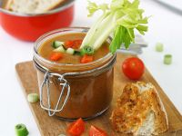 Tomaten-Gazpacho mit Sellerie im Glas Rezept