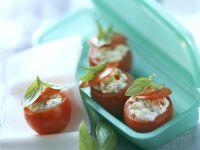 Tomaten gefüllt mit Oliven-Frischkäse Rezept