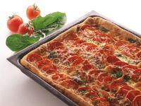 Tomaten-Hefekuchen mit Blattspinat und Räucherlachs Rezept