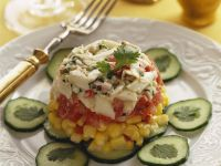 Tomaten-Mais-Kuppel mit Gurkenscheiben Rezept