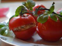 Tomaten mit Hirse-Frischkäse-Füllung
