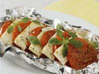 Tomaten mit Käse in Folie gegrillt Rezept