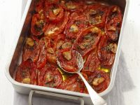 Tomaten mit Knoblauch im Ofen gebacken Rezept