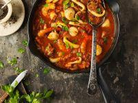 Tomaten-Reis-Suppe mit Garnelen und Tintenfisch Rezept
