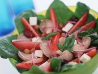 Tomaten-Spinatsalat mit Erdbeeren Rezept