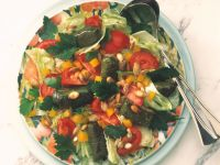 Tomatensalat mit Weinblättern Rezept