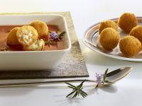 Tomatensuppe mit frittierten Reiskugeln Rezept