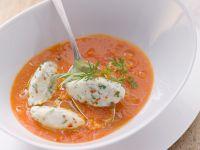 Tomatensuppe mit Käselößchen Rezept