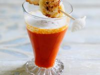 Tomatensuppe mit Milchschaum und Muscheln Rezept