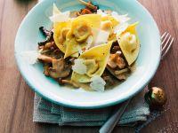 Tortellini mit Kürbisfüllung und Pilzen