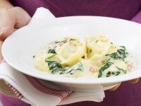 Tortellini mit Spinat-Sahnesoße Rezept