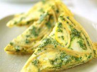 Tortilla mit Nudeln, Zucchini und Petersilie Rezept