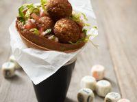 Tortilla mit Salat und Hirsebällchen Rezept