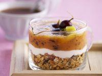 Trauben-Kiwi-Gelee auf Joghurt und Müsli