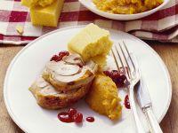 Truthahn mit Püree aus Süßkartoffeln, Maisbrot und Preiselbeersoße Rezept