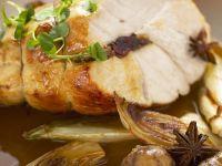 Truthahnbrust mit Füllung dazu Kastanien, Chicorée und Sternanis Rezept