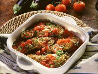 Überbackene Auberginen mit Hackfüllung und Tomatensoße Rezept