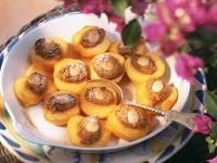 Überbackene Pfirsiche mit Mandelfüllung