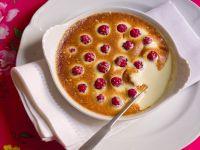 Überbackene Vanillecreme mit Beeren Rezept