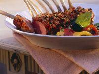 Überbackenes Lammkarree mit Gemüse Rezept