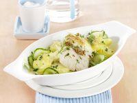 Überbackenes Seelachsfilet auf Kartoffel-Gurken-Gemüse Rezept