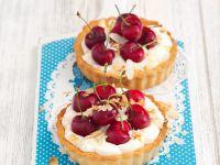 Vanille-Kirsch-Tarteletts mit Mandeln Rezept