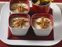Vanillecreme mit Obstspießen Rezept
