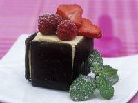 Vanilleeis mit Minze-Schokostückchen und Beeren Rezept