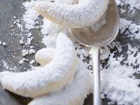 Vanillekipfel mit Staubzucker Rezept