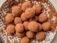 Vegane Schokopralinen mit Kakaohülle Rezept