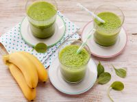 Vegane Spinatsmoothies mit Früchten Rezept