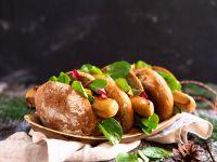Vegetarische Bratwurst im Brötchen mit karamellisierten Zwiebeln Rezept