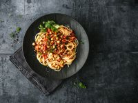 Veggie-Bolognese mit Linsen, Erbsen und Kichererbsen Rezept