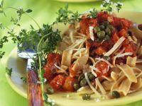 Vollkornnudeln mit Kapern-Tomatensoße Rezept