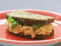 Vollkornsandwich mit Tomaten-Bohnen-Creme Rezept