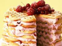 Waffeltorte mit Beeren-Frischkäsecreme Rezept