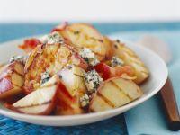 Warme Apfelstücke mit Speck und Blauschimmelkäse
