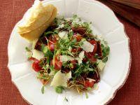 Wasserkressesalat mit dicken Bohnen, Tomaten und Parmesan Rezept