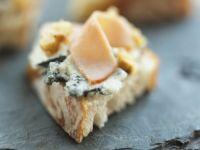Weißbrot mit Blauschimmelkäse und Putenbrust Rezept