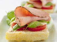 Weißbrot mit Schinken und Tomaten Rezept