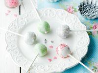 Weiße Cake Pops mit Zuckerperlen Rezept