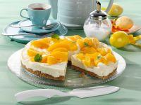 Weiße Schoko-Frischkäse-Torte mit Pfirsichen auf Krümelboden Rezept