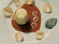 Weiße Schokocreme mit Rosenblüten Rezept