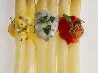 Weißer Spargel mit dreierlei Saucen Rezept