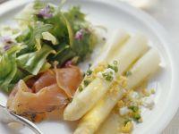 Weißer Spargel mit Eier-Vinaigrette und mariniertem Saibling Rezept