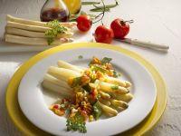 Weißer Spargel mit Gemüsesauce Rezept